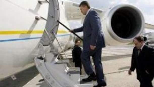 Віктор Янукович відлітає