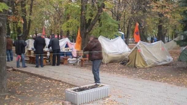 Протестувальники розбили наметове містечко у Маріїнському парку