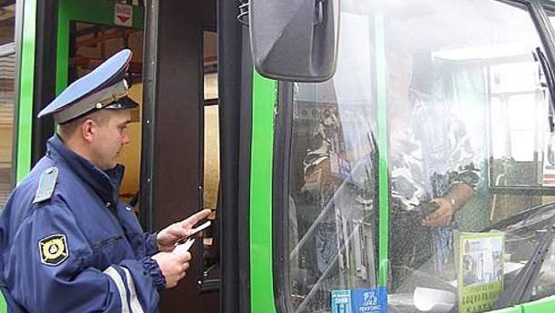 Дружинники стежать, аби водії не курили, не говорили по мобільному