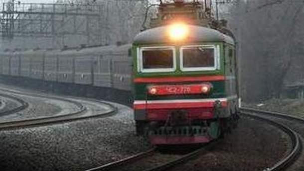 Азаров требует, чтобы не было ситуации с полупустыми или переполненными поездами