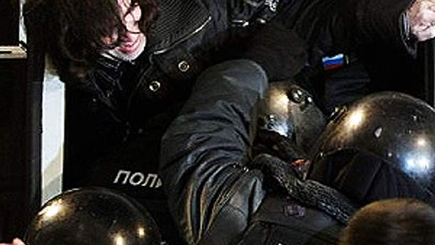 Міліція жорстко поводиться з демонстрантами