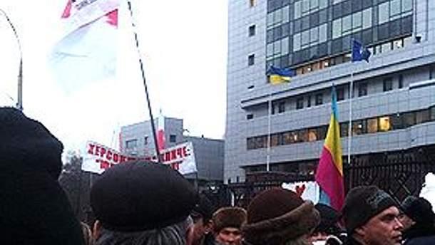 Сторонники Тимошенко заняли практически всю территорию перед фасадом суда