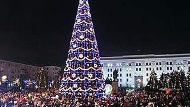 Новогодняя елка в Луганске