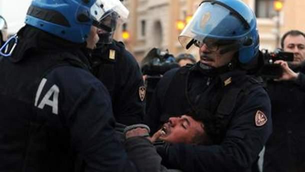 Нескольких протестующих задержала полиция