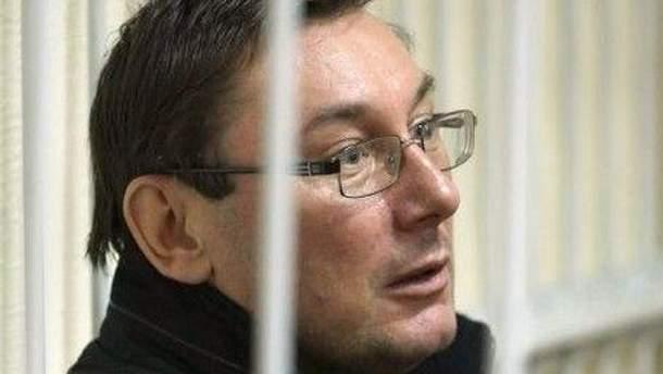 Юрий Луценко обращает внимание на ускоренный темп ведения заседаний