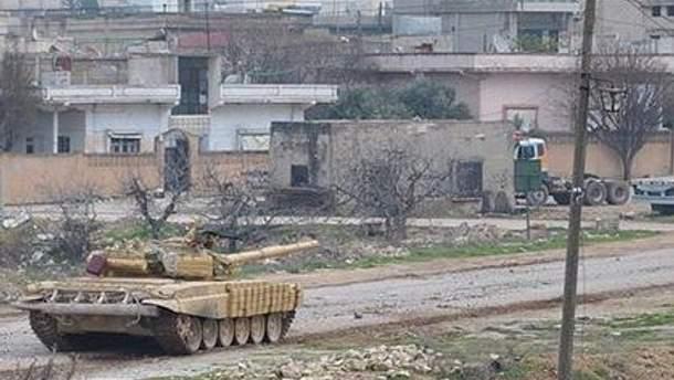 Между тем в Хомсе продолжаются обстрелы оппозиционеров