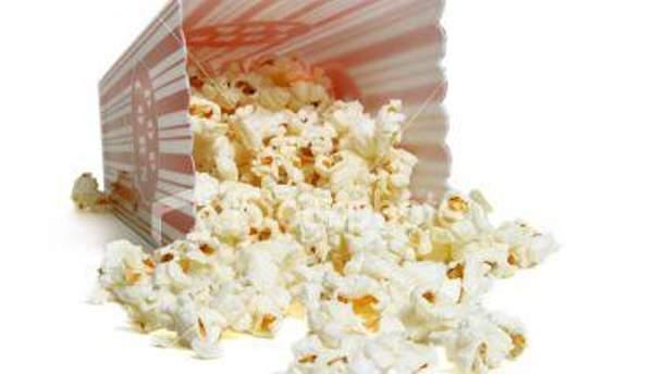 Американские диетологи назвали попкорн полезнее фруктов