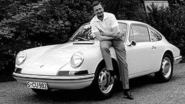 Александр Порше біля Porsche 911