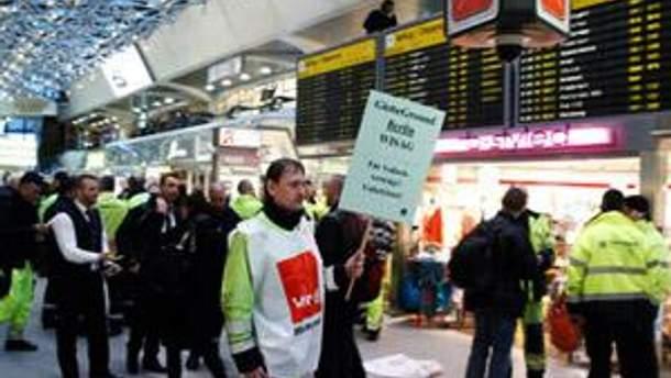 Страйкуючі працівники аеропортів