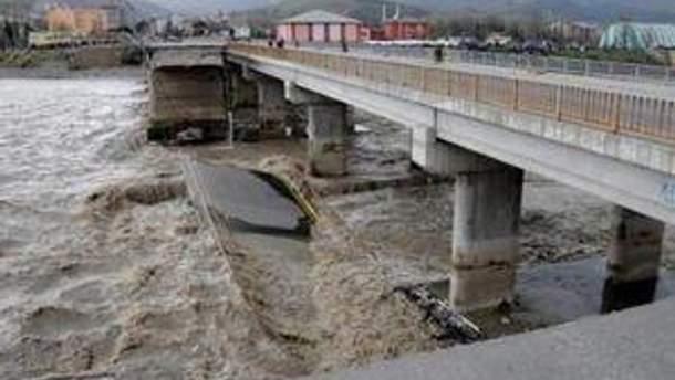 Разрушенный мост в Турции