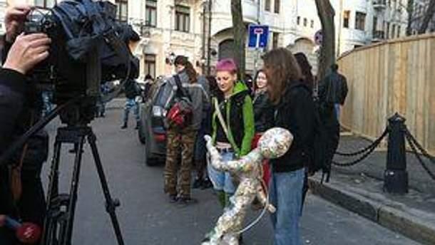 Активісти під офісом Ахметова у Києві