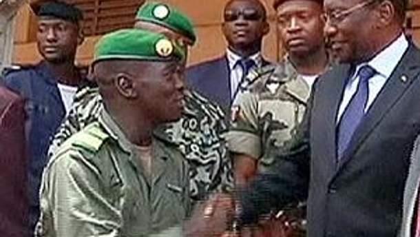 Военные и временный президент Мали