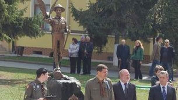 """Пам'ятник """"Пластунам, що не зламали своїх присяг"""""""