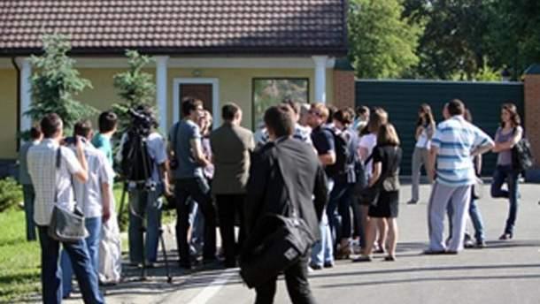 Журналісти біля резиденції Президента