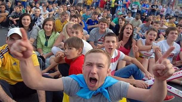 Уболівальники у київській фан-зоні