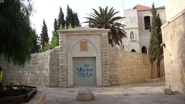 Надпись на стене церкви