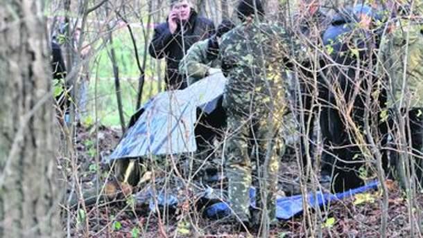 Правоохранители возле найденного тела Мазурка