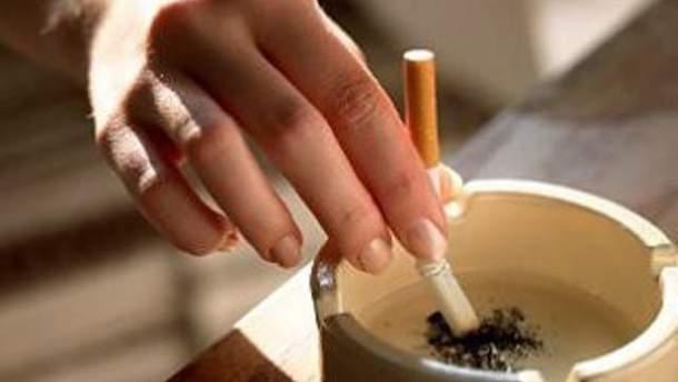 Курильщикам запретят курить в барах