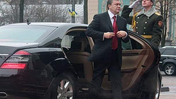 Виктор Янукович и автомобиль