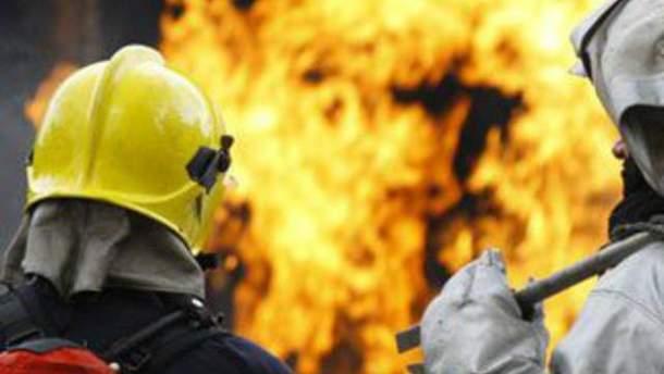 У Маріуполі горіла багатоповерхівка: є постраждалі (Відео)
