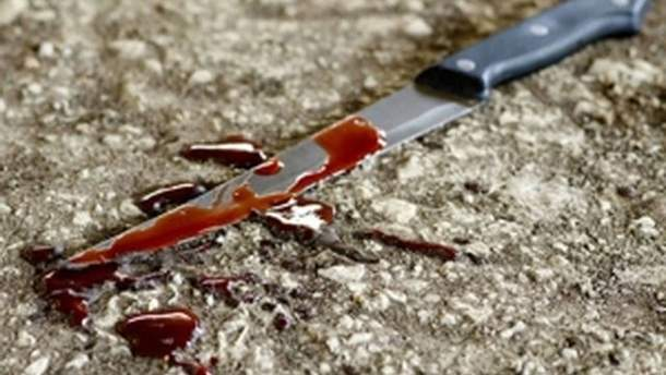 Зарізала ножем