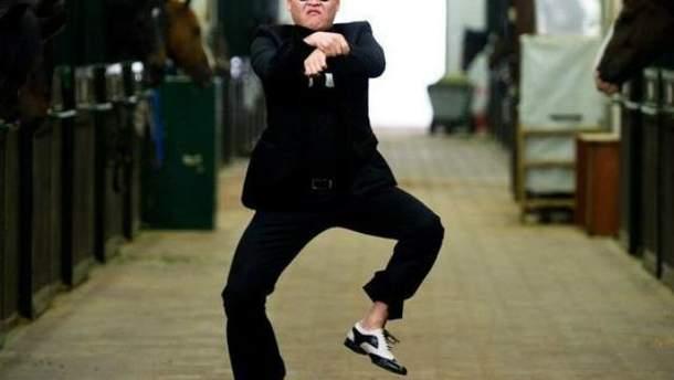 "Кадр из клипа ""Gangnam Style"""