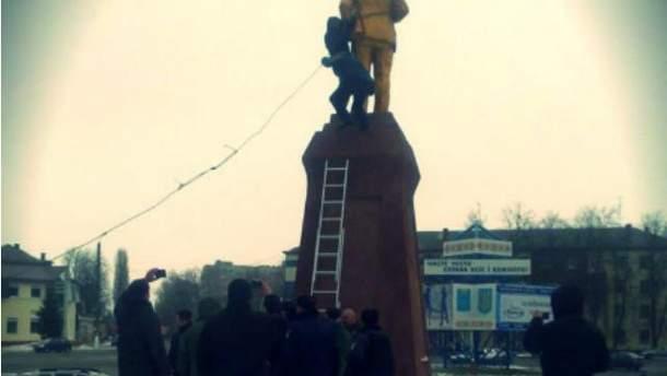 Разрушили памятник Ленину