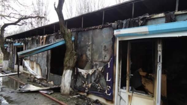 В Херсоне горели торговые павильоны (Фото, видео)