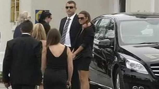 Присутні на похороні Реви Стенкамп