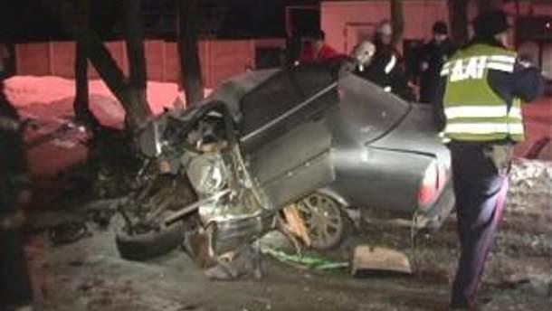 В ДТП в Киеве погибли 2 человека (Фото)