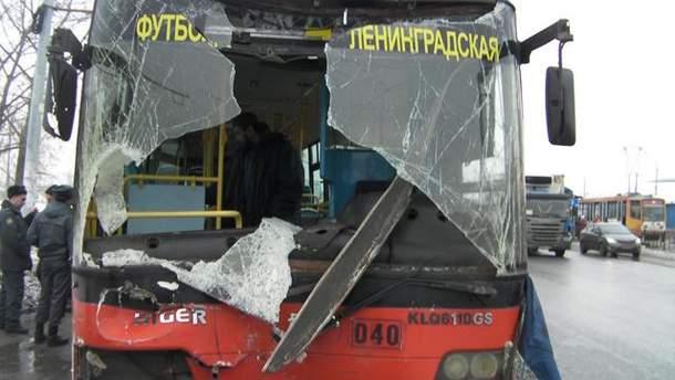 В России автобус сбил людей на остановке: 3 человека погибли (Фото)