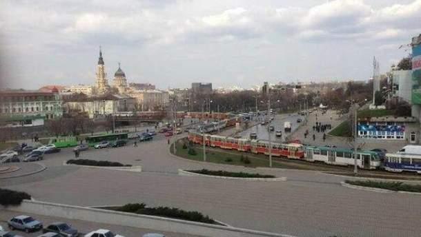 В Харькове перекрыли трамваями площадь, с которой начинается акция оппозиции (Фото)