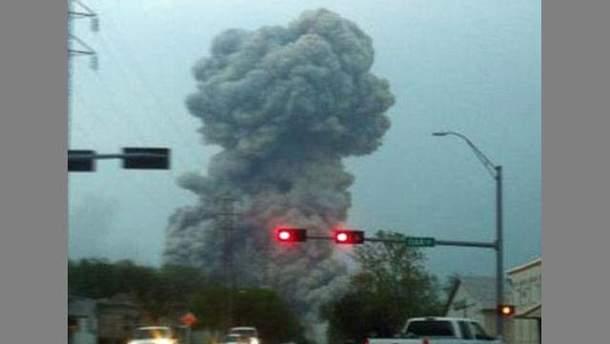 Американец снял взрыв в Техасе и почти вылетел из машины (Видео)