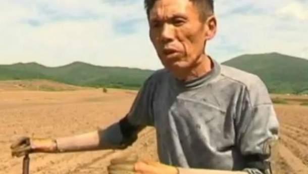 Китаєць самостійно змайстрував собі протези двох рук (Відео)
