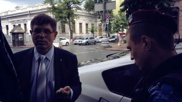 Олег Гелевей пишет заявление