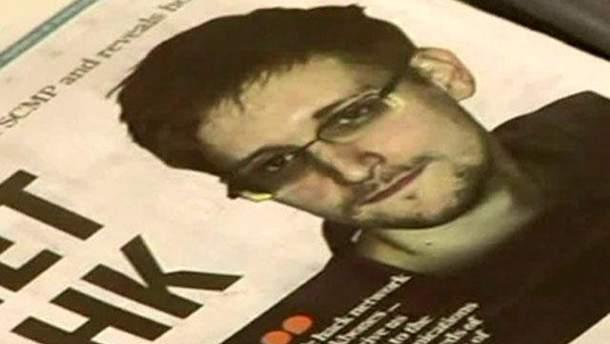 Фото Сноудена в газете