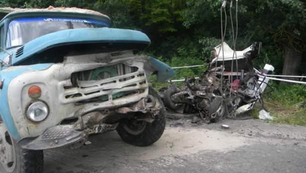 У страшній аварії на Хмельниччині загинуло 5 людей