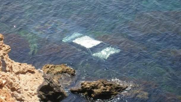 У Севастополі авто впало з обриву в море