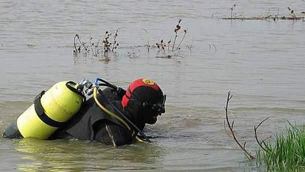 Рятувальники вийняли тіло чоловіка