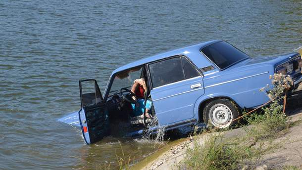 Машина, яка затонула