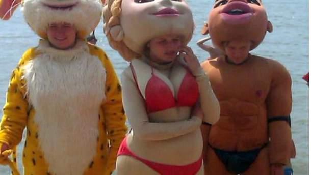 """На пляжах Азов'я можна сфотографуватися з """"Тимошенко"""" в купальнику"""