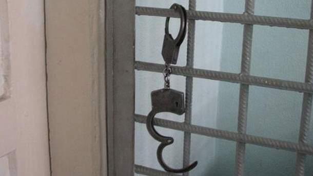 Решетка и наручники