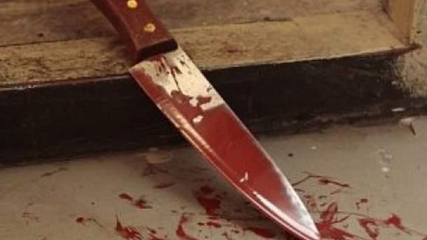 Девушку избили и порезали ножом