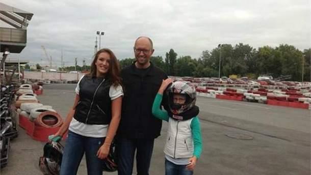 Арсений Яценюк с дочерьми