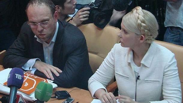 Тимошенко не предлагали лечиться за рубежом, - Власенко