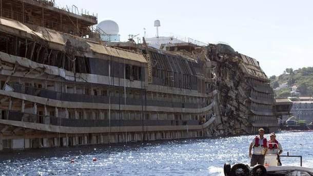 Лайнер Costa Concordia подняли
