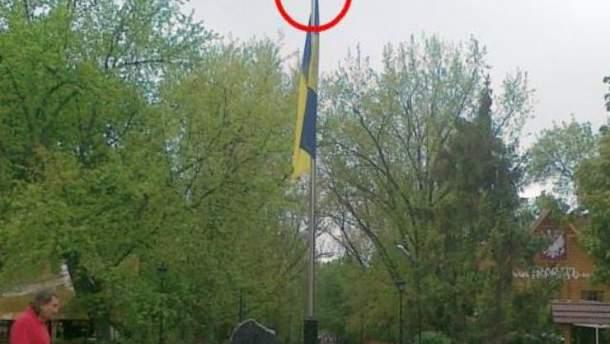 Хулігани не вперше знімають тризуб із флагштока в центрі Харкова