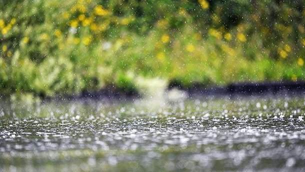 Дождь на футбольном поле