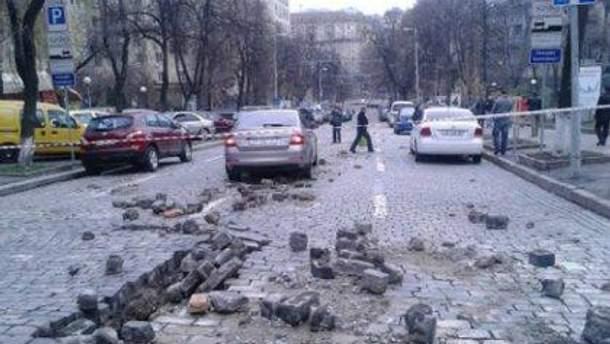 """В Киеве """"взорвалась"""" улица"""