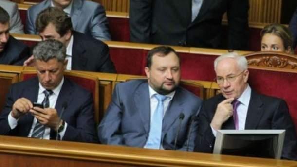 Азаров с министрами в Раде